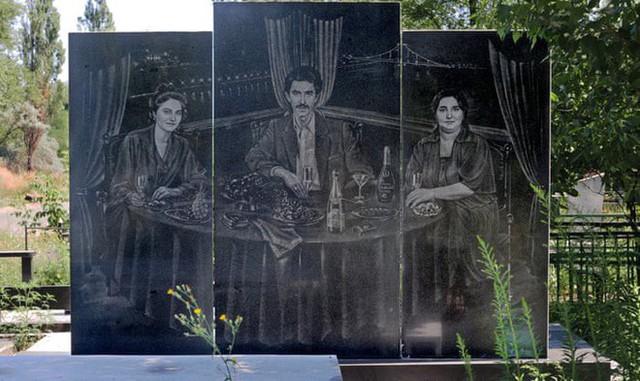 Nghĩa trang mafia độc nhất vô nhị ở Nga: Bia đá to như người thật, khắc họa quyền lực và cuộc sống xa hoa của thế giới ngầm - Ảnh 10.