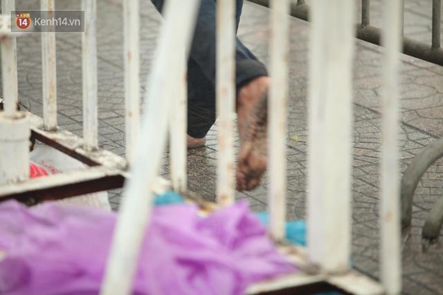 Sáng chủ nhật kinh hoàng: fan mua vé AFF Cup 2018 đẩy đổ hàng rào sân Mỹ Đình - Ảnh 9.