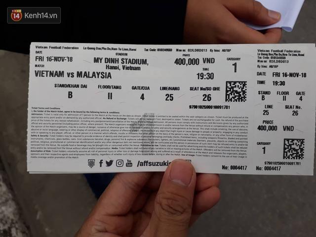 Sáng chủ nhật kinh hoàng: fan mua vé AFF Cup 2018 đẩy đổ hàng rào sân Mỹ Đình - Ảnh 11.