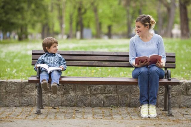 Khoa học chứng minh con thông minh chủ yếu là nhờ mẹ - Ảnh 1.