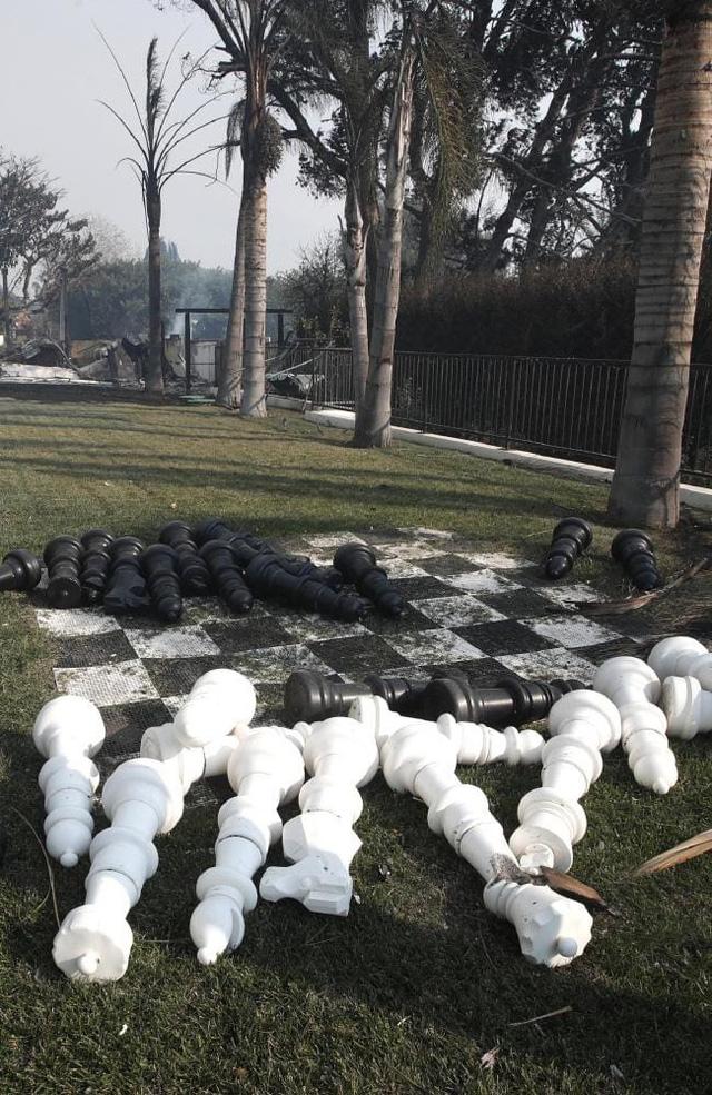 Nhiều sao Hollywood sốc nặng vì biệt thự triệu đô tan hoang sau khi đám cháy khủng khiếp quét qua bang California - Ảnh 5.