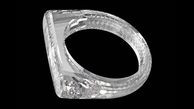 Phải nhìn thấy bạn mới tin đây là chiếc nhẫn được làm từ một khối kim cương, đích thân cha đẻ iPhone thiết kế, sẽ được bán với giá khoảng 5,8 tỷ đồng - Ảnh 1.
