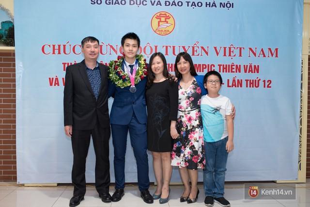 Nam sinh 2002 đẹp trai như nam thần, giành HCB Olympic Thiên văn học Quốc tế: Mê chơi LOL, đang tập gym để có 6 múi - Ảnh 14.