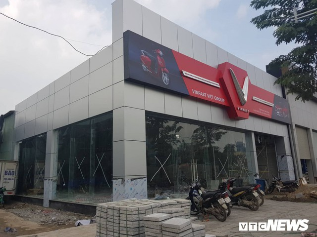 Cận cảnh đại lý xe VinFast đầu tiên tại Hà Nội - Ảnh 1.