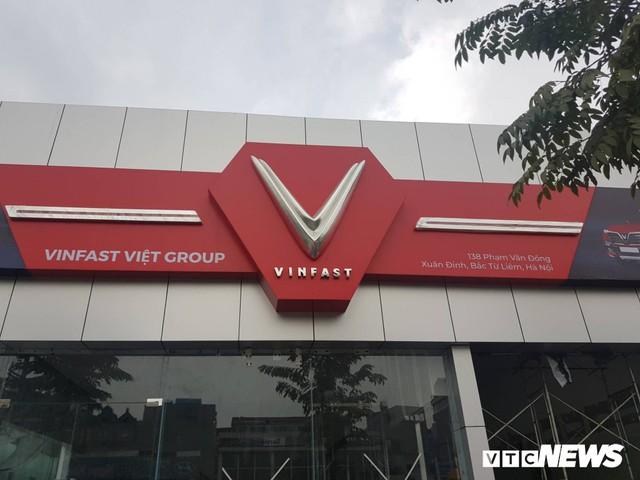 Cận cảnh đại lý xe VinFast đầu tiên tại Hà Nội - Ảnh 2.