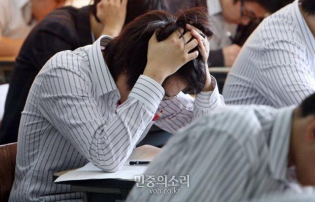 Những điều kỳ dị trong kỳ thi ĐH ở Hàn Quốc: Tặng giấy vệ sinh để giải quyết đề nhanh gọn, ngủ quá 4giờ/ngày sẽ thi trượt - Ảnh 8.