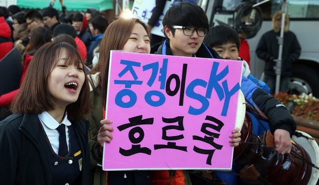 Gian lận thi cử chấn động Seoul: Nhân viên trường danh giá tuồn đáp án cho con, cảnh sát vào cuộc, phụ huynh nghi ngờ lẫn nhau - Ảnh 1.