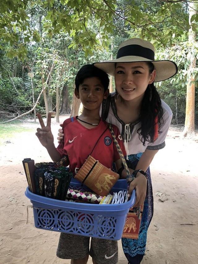 Cậu bé Campuchia giao tiếp bằng mười mấy thứ tiếng được cấp học bổng chính phủ, trở thành ngôi sao truyền hình Trung Quốc - Ảnh 2.