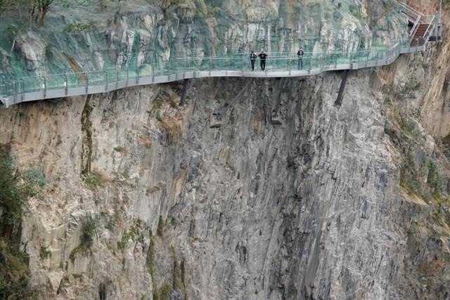 """Kinh ngạc khách sạn ngầm """"chọc đất"""" Thứ nhất địa cầu ở Trung Quốc - Ảnh 4."""