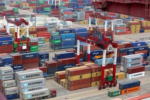 Trung Quốc thừa nhận kinh tế sụt giảm vì cuộc chiến thương mại với Mỹ - Ảnh 1.