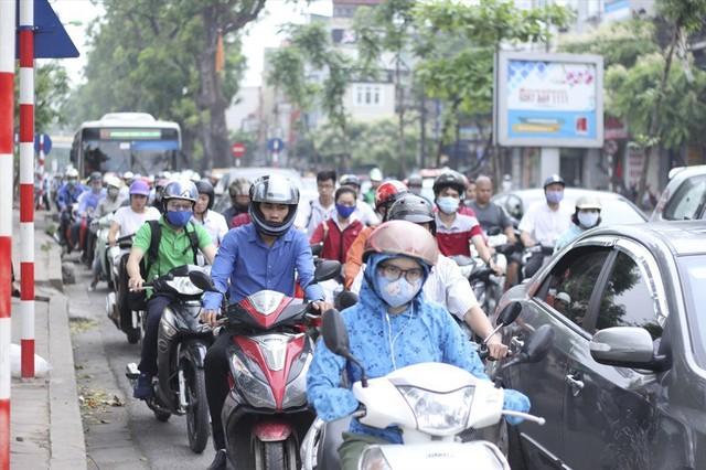 Lo ngại tắc đường, ô nhiễm nghiêm trọng, Hà Nội sẽ lập đề án thu phí phương tiện vào nội đô - Ảnh 1.