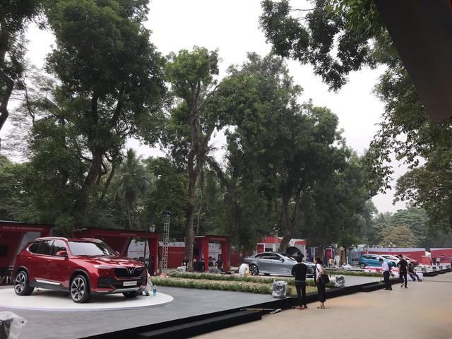 VinFast chính thức ra mắt giá xe: SUV 1,82 tỷ đồng, Sedan 1,37 tỷ đồng, Fadil 423 triệu đồng - Ảnh 1.