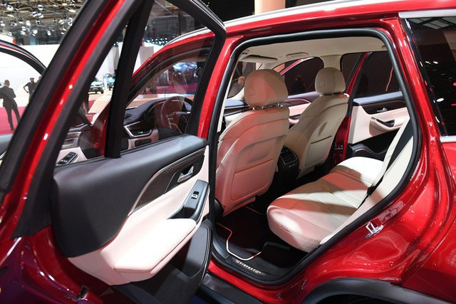 SUV VinFast Lux SA2.0 trình diện khách hàng Việt, giá từ 1,136 tỷ đồng - Ảnh 3.