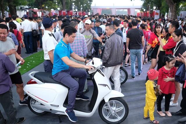 """VinFast mở phân phối xế hộp và phân phối xe máy: Người Việt không ngại """"xuống tiền"""" - Ảnh 1."""