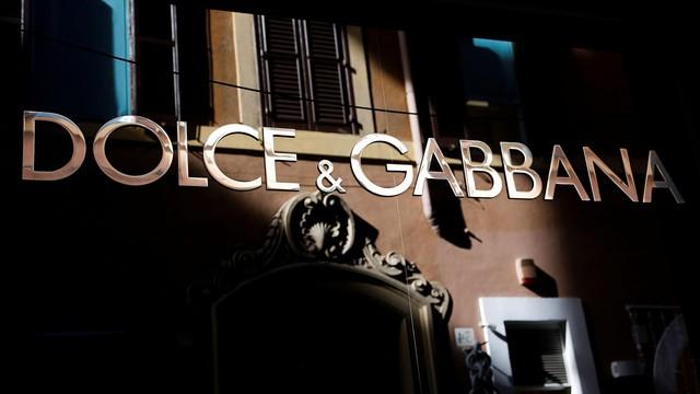 Dolce & Gabbana bị tẩy chay trên mọi mặt trận ở Trung Quốc vì đưa một đôi đũa vào video quảng bá - Ảnh 1.