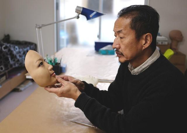 Công ty Nhật Bản này đang thường ngày tạo ra những chiếc mặt nạ 3D chân thật đến đáng sợ - Ảnh 2.