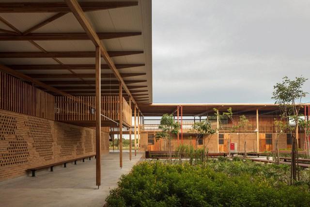 Ngôi trường làm từ gỗ và gạch bùn trong rừng nhiệt đới Brazil giành giải kiến trúc xuất sắc nhất thế giới 2018 - Ảnh 1.