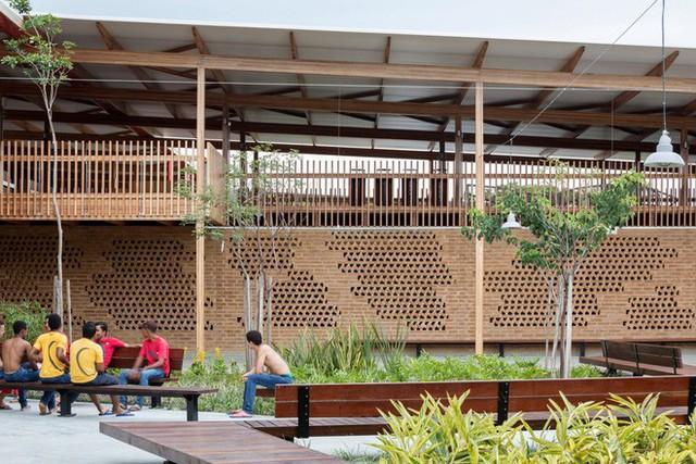 Ngôi trường làm từ gỗ và gạch bùn trong rừng nhiệt đới Brazil giành giải kiến trúc xuất sắc nhất thế giới 2018 - Ảnh 13.