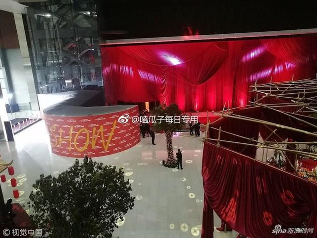 """Dolce & Gabbana bị tẩy chay tại Trung Quốc, các shop Taobao thi nhau bán hàng """"mỉa mai"""" NTK của hãng - Ảnh 1."""