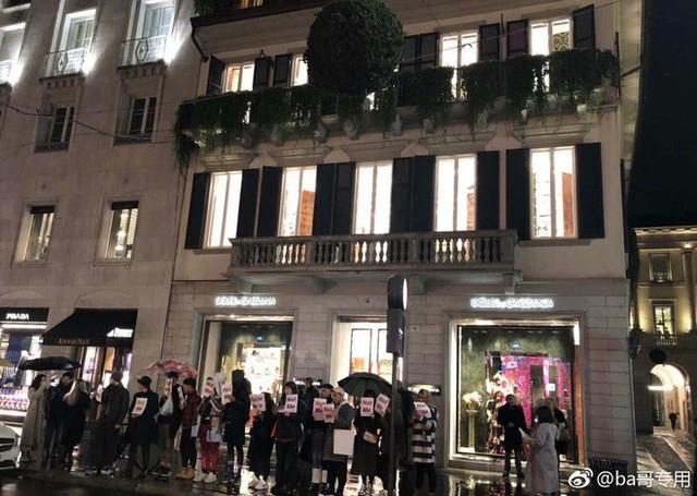 """Dolce & Gabbana bị tẩy chay tại Trung Quốc, các shop Taobao thi nhau bán hàng """"mỉa mai"""" NTK của hãng - Ảnh 14."""