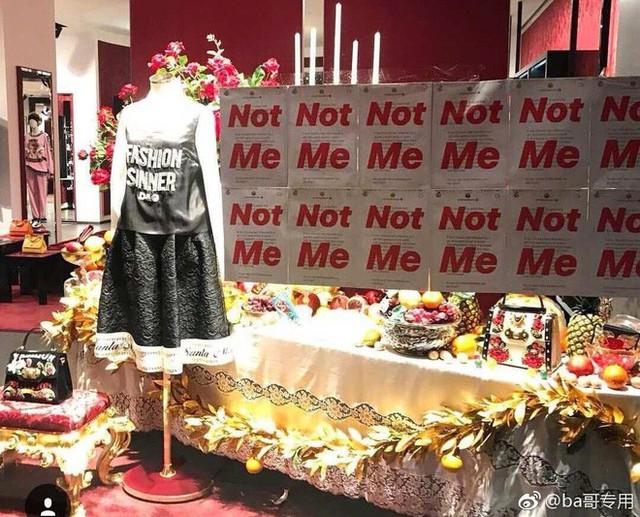 """Dolce & Gabbana bị tẩy chay tại Trung Quốc, các shop Taobao thi nhau bán hàng """"mỉa mai"""" NTK của hãng - Ảnh 15."""