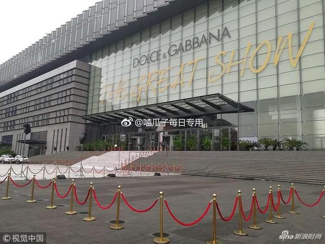 """Dolce & Gabbana bị tẩy chay tại Trung Quốc, các shop Taobao thi nhau bán hàng """"mỉa mai"""" NTK của hãng - Ảnh 3."""