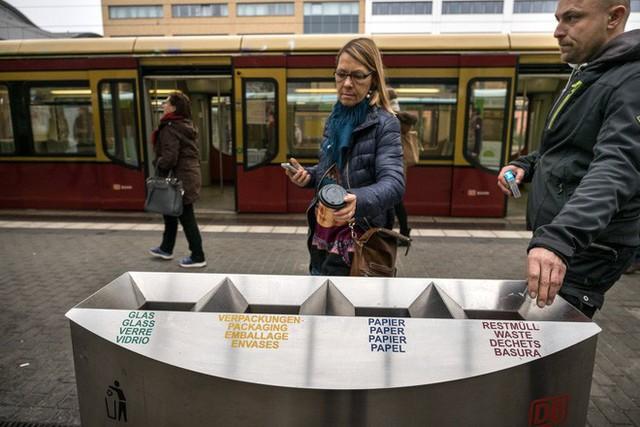 Xem và phát điên với quy định phân loại rác của một số quốc gia sạch có tiếng trên thế giới - Ảnh 5.