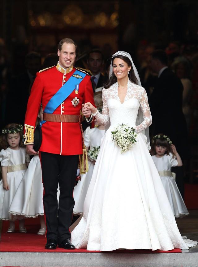 Bí mật động trời trong đám cưới William - Kate: Kate trái lệnh Hoàng gia để làm điều này nhưng lý do đằng sau lại quá đỗi ngọt ngào - Ảnh 1.