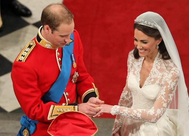 Bí mật động trời trong đám cưới William - Kate: Kate trái lệnh Hoàng gia để làm điều này nhưng lý do đằng sau lại quá đỗi ngọt ngào - Ảnh 3.