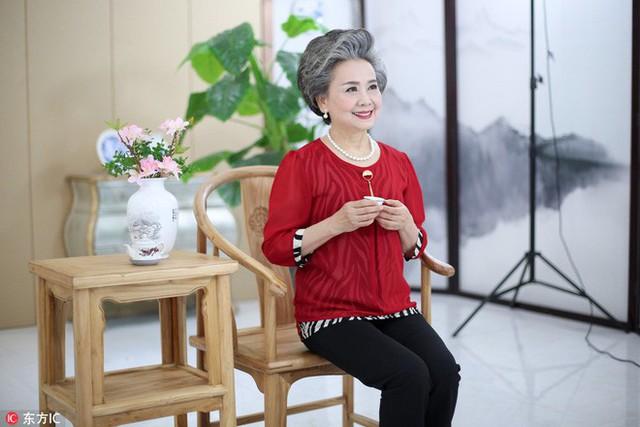 Trung Quốc: Khi cụ bà 71 tuổi vẫn hái ra tiền nhờ làm mẫu ảnh, người ta bắt đầu lo về một nền kinh tế tóc bạc - Ảnh 3.
