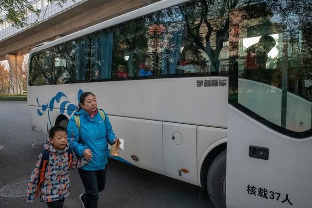 Trường học kỳ lạ ở Trung Quốc: Đào tạo những chàng trai ẻo lả, yếu ớt thành đàn ông đích thực - Ảnh 1.