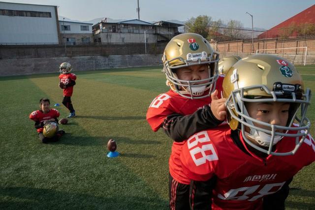 Trường học kỳ lạ ở Trung Quốc: Đào tạo những chàng trai ẻo lả, yếu ớt thành đàn ông đích thực - Ảnh 2.