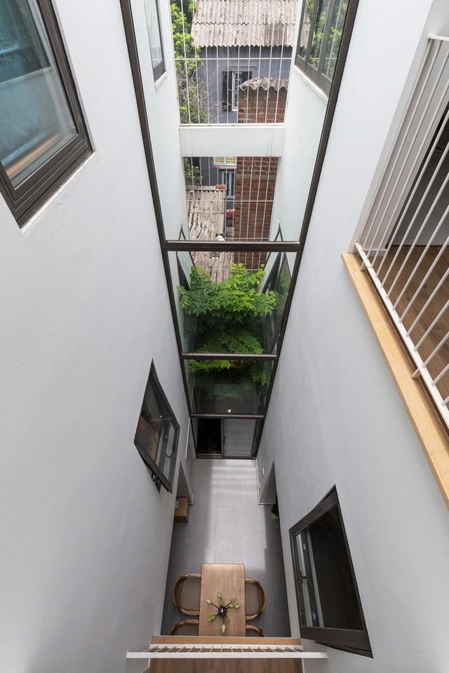 Xây từ miếng đất nhiều nhược điểm, ngôi nhà 85m² ở Hà Nội này vẫn được trầm trồ khen vừa đẹp, vừa xanh - Ảnh 2.