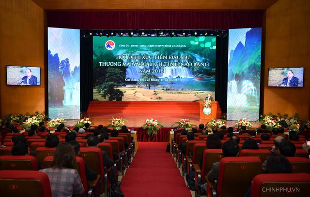 Thủ tướng mong các nhà đầu tư giúp Cao Bằng không cao hơn thì cũng phải bằng - Ảnh 1.