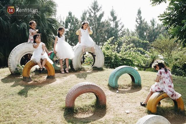 Vườn cúc họa mi ở Hà Nội tiếp tục thất thủ: Đường vào tắc nghẽn, chụp một bức ảnh phải né bao nhiêu người - Ảnh 19.
