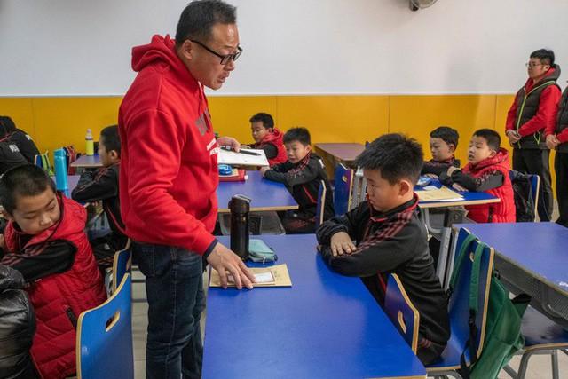 Trường học kỳ lạ ở Trung Quốc: Đào tạo những chàng trai ẻo lả, yếu ớt thành đàn ông đích thực - Ảnh 3.