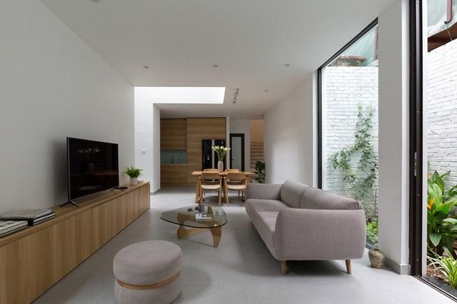 Xây từ miếng đất nhiều nhược điểm, ngôi nhà 85m² ở Hà Nội này vẫn được trầm trồ khen vừa đẹp, vừa xanh - Ảnh 3.