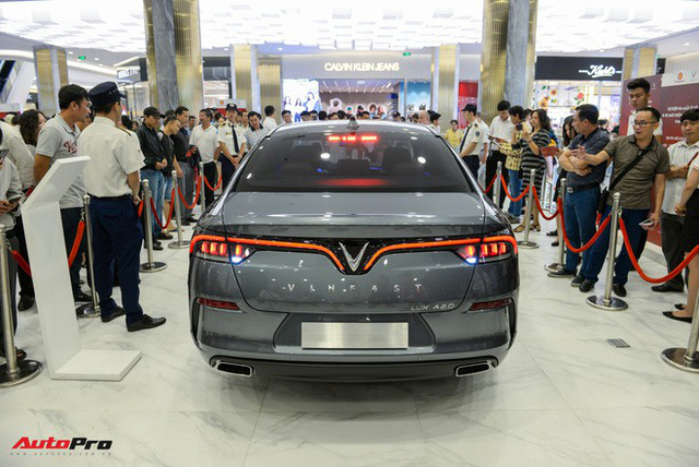 """Khách Việt mất thêm 300 triệu nếu mua mẫu sedan, SUV VinFast """"full option"""" - Ảnh 3."""