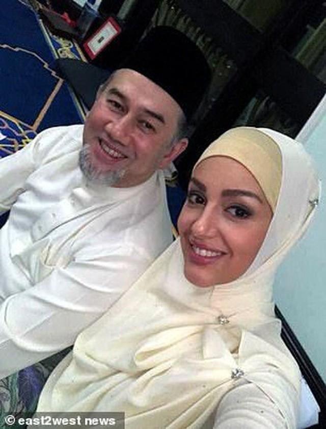Cựu hoa hậu Nga làm đám cưới với quốc vương Malaysia, chia sẻ rằng đàn ông không được kiếm ít tiền hơn phụ nữ - Ảnh 2.