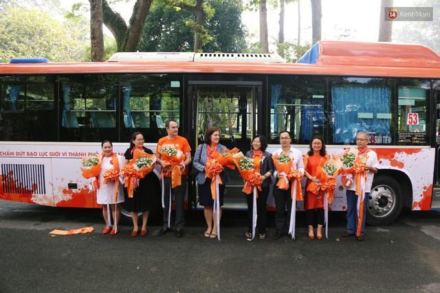 26 xe buýt ở Sài Gòn được lắp nhiều camera, loa cảnh báo để ngăn chặn quấy rối tình dục - Ảnh 1.