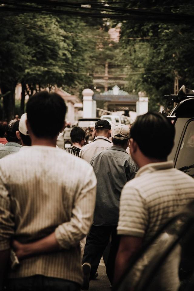 Tác giả bộ ảnh CSGT bắt cướp ở Sài Gòn 11 năm trước: Thật kì diệu vì họ có thể thuyết phục tên cướp buông kiếm đầu hàng - Ảnh 17.