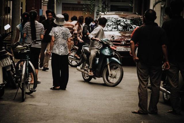 Tác giả bộ ảnh CSGT bắt cướp ở Sài Gòn 11 năm trước: Thật kì diệu vì họ có thể thuyết phục tên cướp buông kiếm đầu hàng - Ảnh 18.