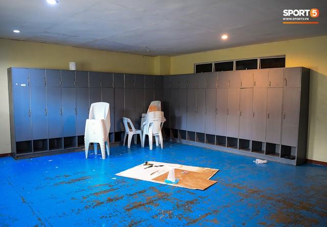 Sân thi đấu trận Philippines - Việt Nam: Tệ nhất AFF Cup 2018, khiến nhiều người rùng mình vì vẻ hoang tàn, u ám - Ảnh 3.
