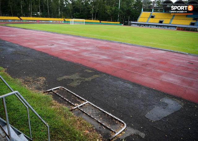 Sân thi đấu trận Philippines - Việt Nam: Tệ nhất AFF Cup 2018, khiến nhiều người rùng mình vì vẻ hoang tàn, u ám - Ảnh 10.