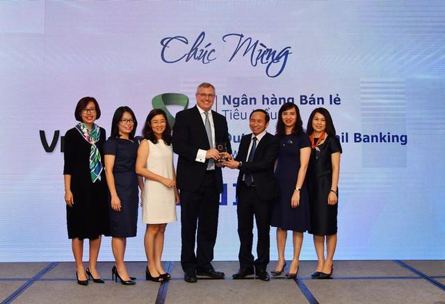 """Vietcombank nhận giải thưởng """"Ngân hàng bán lẻ tiêu biểu"""" năm 2018 - Ảnh 1."""