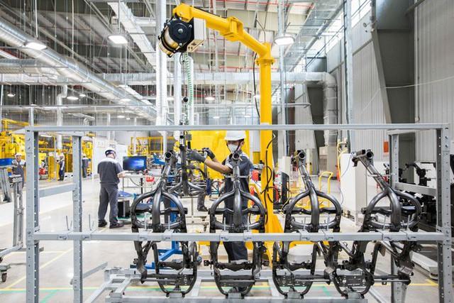Để làm ra chiếc xe điện thông minh, nhà máy VinFast đã hoạt động như thế nào? - Ảnh 1.