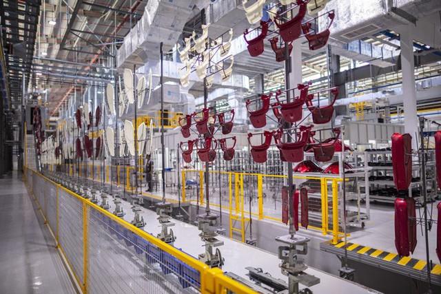 Để làm ra chiếc xe điện thông minh, nhà máy VinFast đã hoạt động như thế nào? - Ảnh 3.