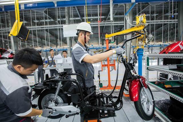 Để làm ra chiếc xe điện thông minh, nhà máy VinFast đã hoạt động như thế nào? - Ảnh 6.