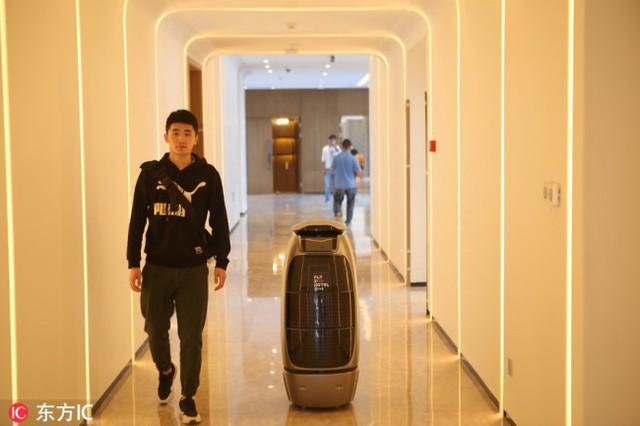Alibaba khai trương khách sạn tương lai tại Hàng Châu, không cần lễ tân, robot đảm nhiệm rất nhiều việc thay cho con người - Ảnh 1.