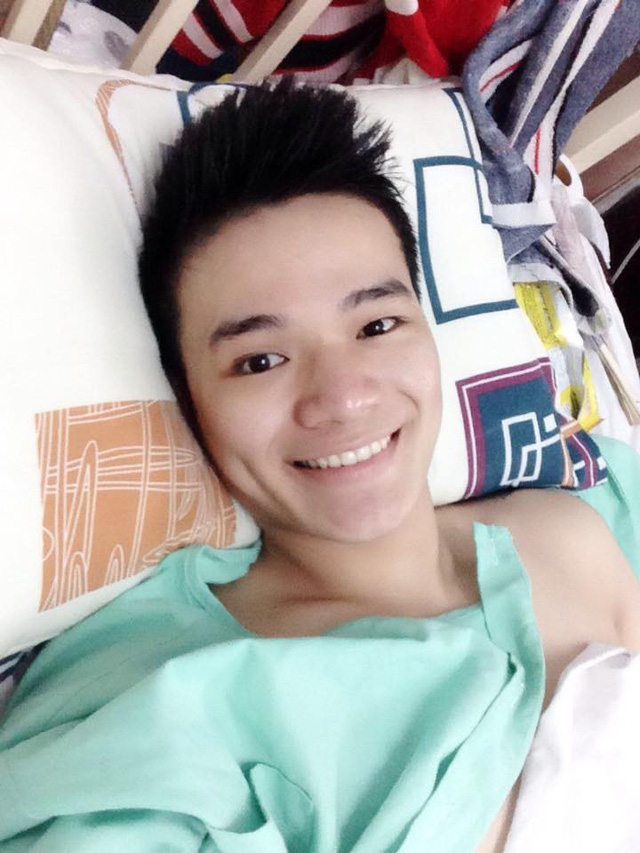 Chuyện chàng trai Sài Gòn mất một chân vẫn ngày ngày chăm sóc cụ già neo đơn nằm liệt giường - Ảnh 2.
